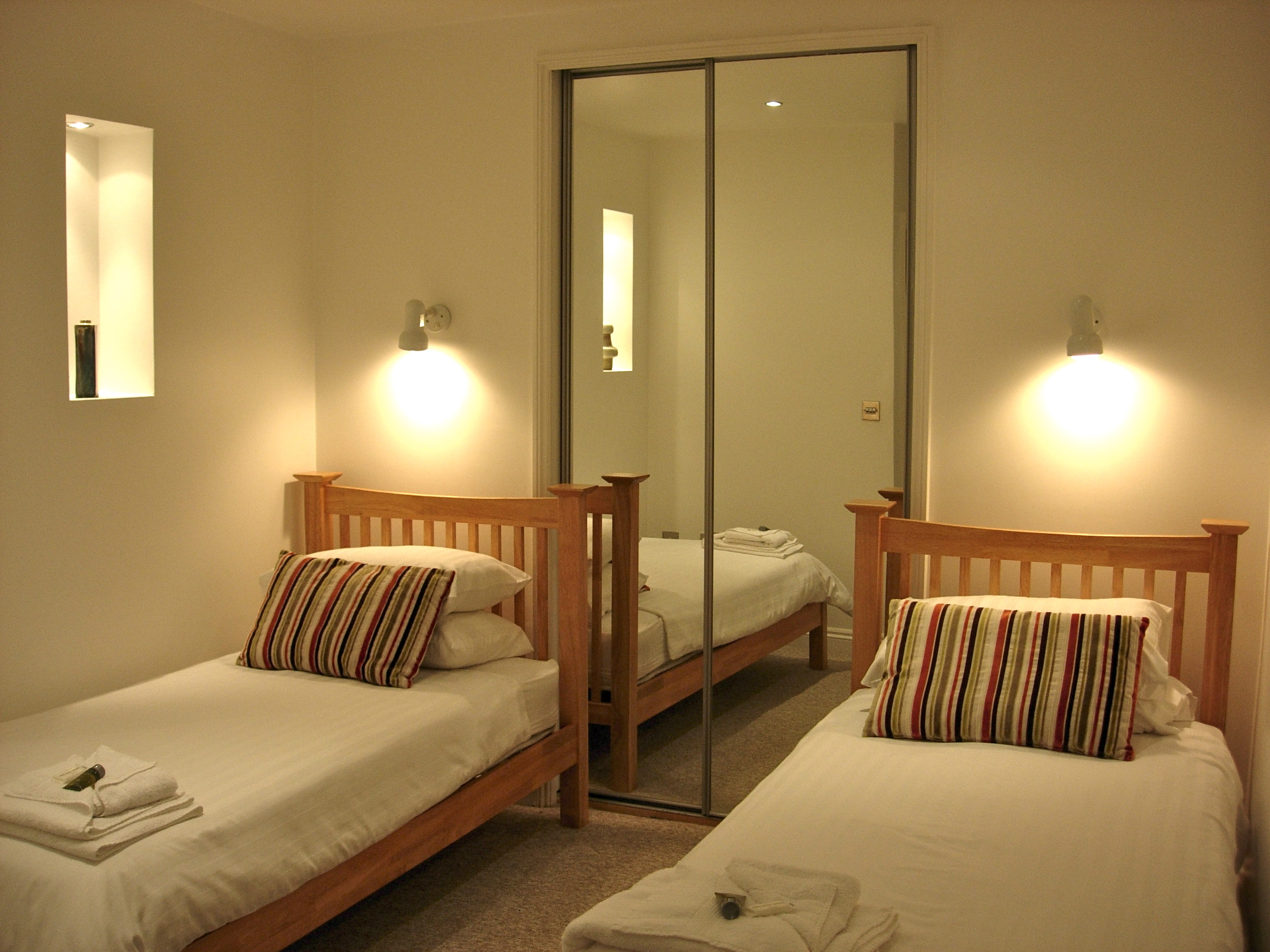 Bedrooms rock cottage the warren st ives cornwall - Bedroom reading lights wall mounted ...